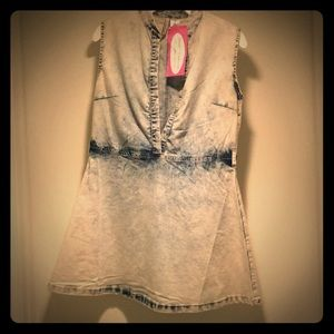 💖 Super cute acid washed mini jean dress!